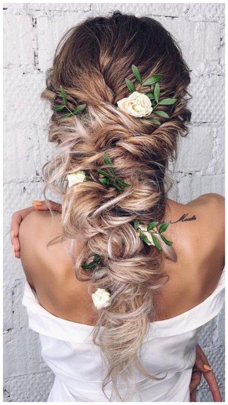 Шикарная свадебная прическа для длинных волос