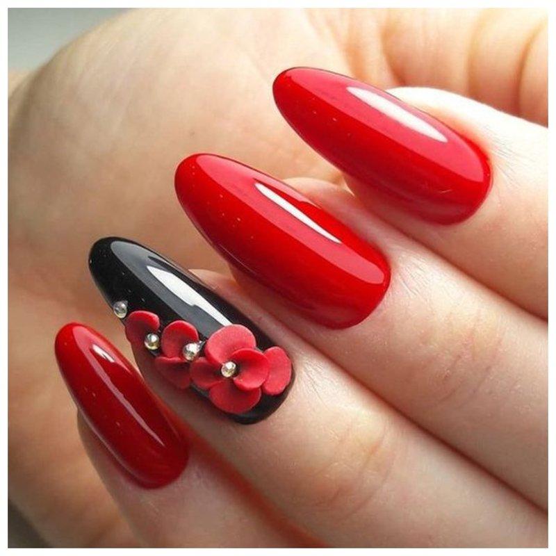 Красные ногти с маками из