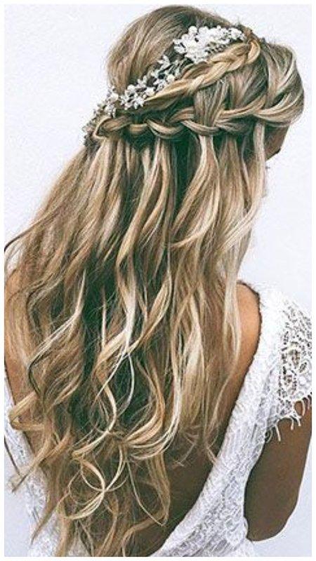 Прическа на свадьбу с распущенными волосами