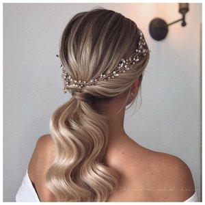 Красивый аксессуар для волос на свадьбу