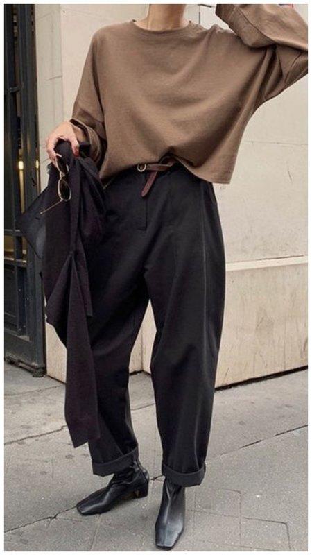 Трендовые свободные брюки на осень