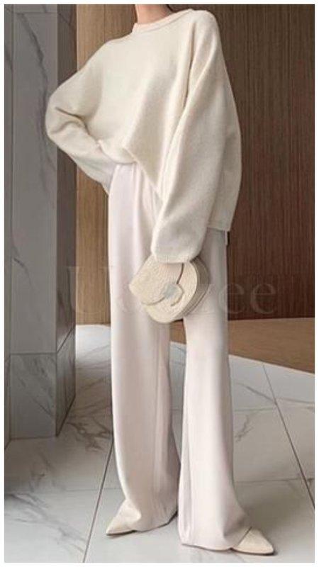 Модный трикотажный костюм