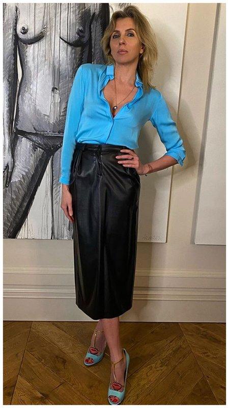 Светлана Бондарчук в синей блузке