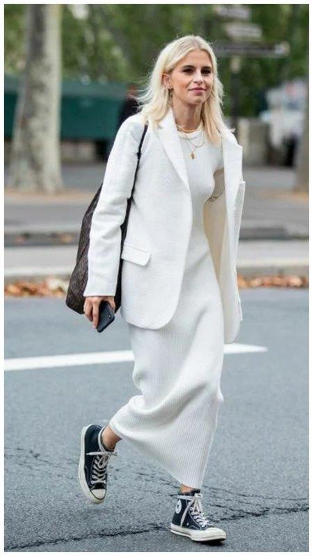 Модная белая трикотажная юбка фото
