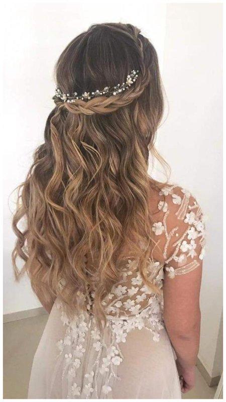 Прическа для длинных волос с плетением