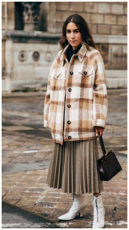 Куртка-рубашка и юбка плисе фото образа