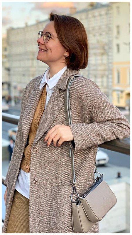 Брухунова в пиджаке