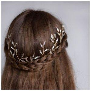 Распущенные волосы с косами на свадьбу