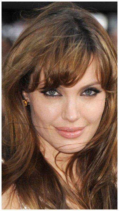 Анджелина Джоли прическа с челкой
