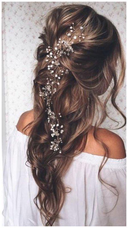 Нежная невеста с длинными волосами