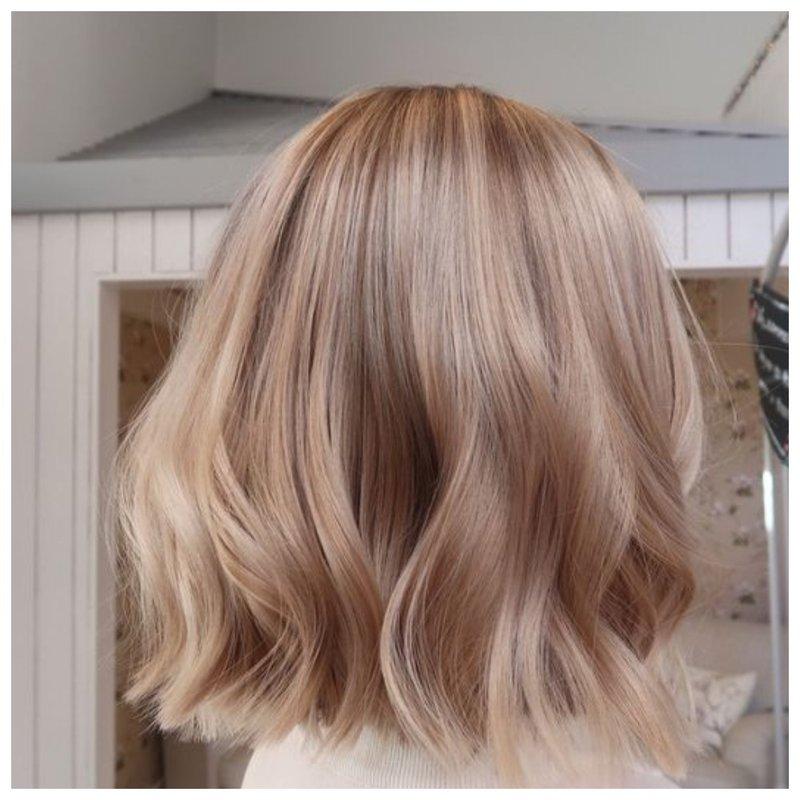 Красивый бежевый оттенок волос