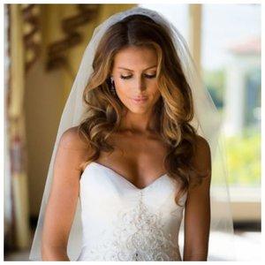Невеста с распущенными волосами
