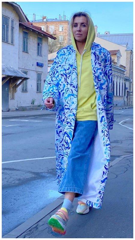 Светлана Бондарчук в синем костюме