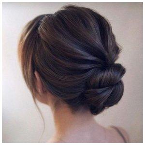 Узелок - свадебная прическа для длинных волос