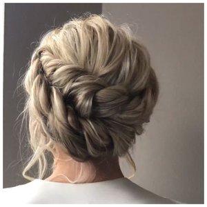 Прическа на свадьбу с плетением