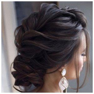 Как собрать волосы средней длины на свадьбу