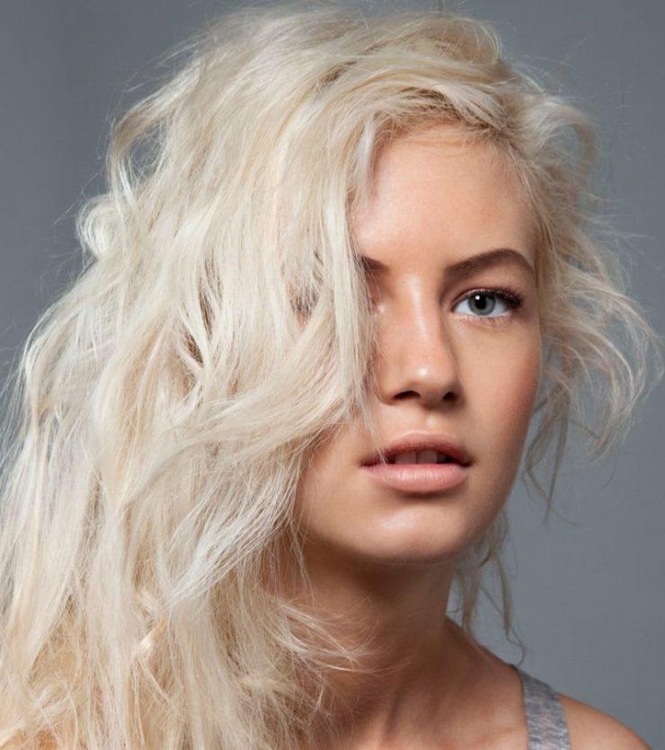 Блондинка с ипорченными волосами