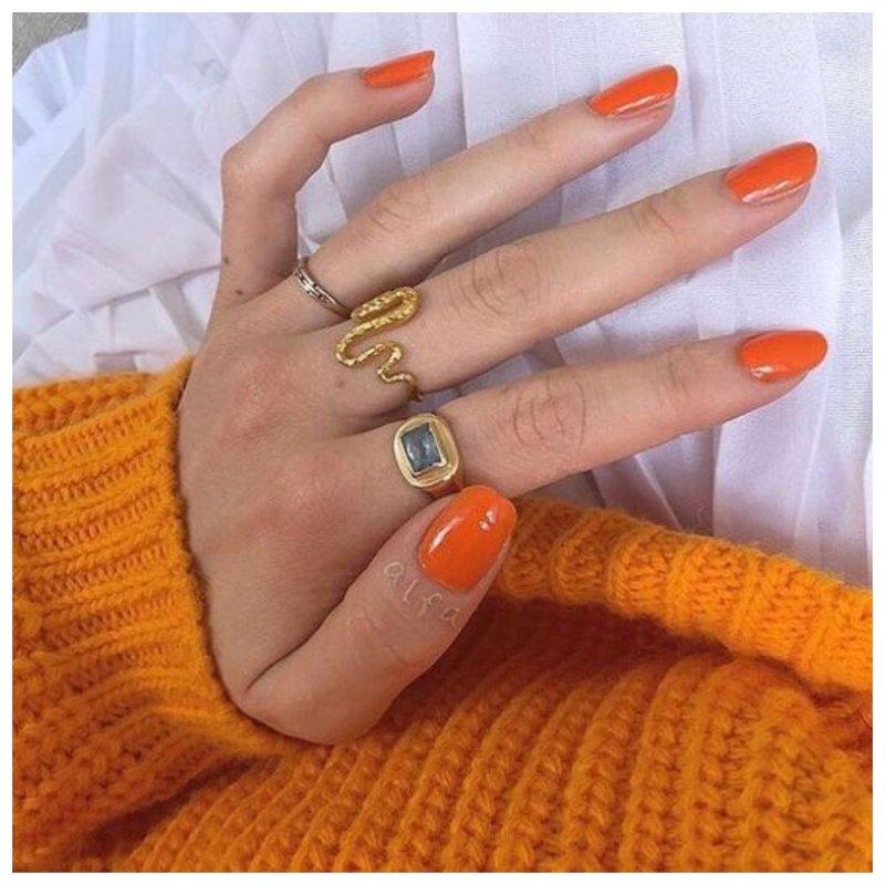 Ногти модного тыквенного оттенка