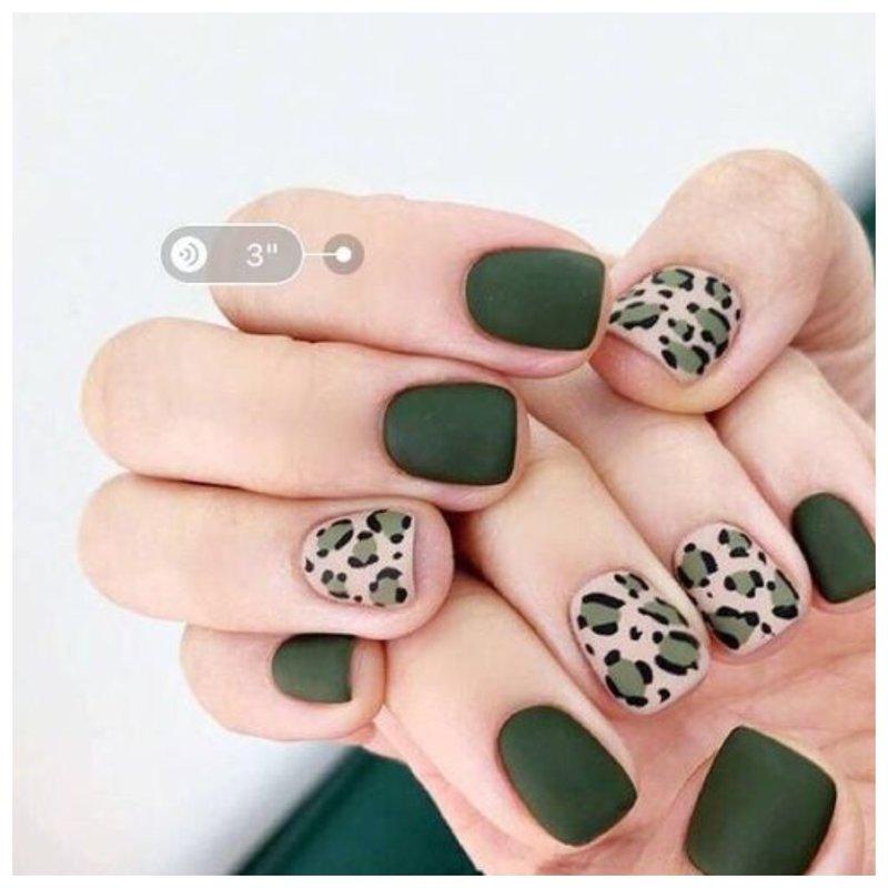 Оливковый маникюр с леопардовым дизайном