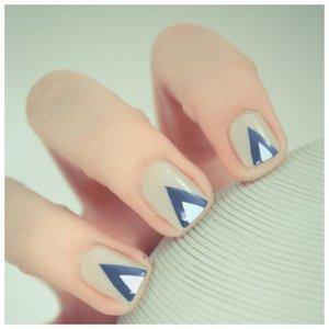Красивый маникюр с треугольниками