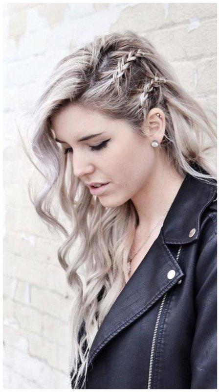 Красивая и модная прическа для длинных распущенных волос