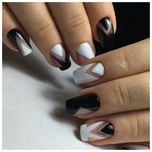 Оригинальный черно-белый маникюр геометрический