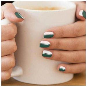 Зелено-белые ногти