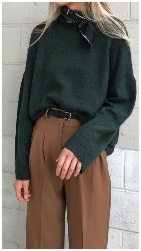 Модный свитер с рукавами клеш