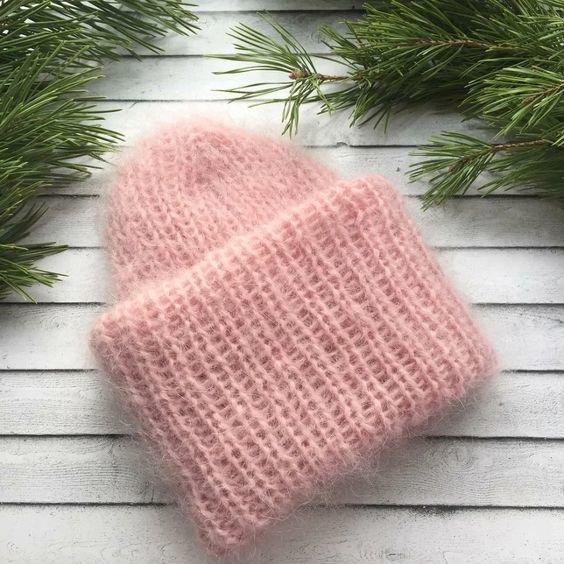 Теплая шапка из мохера