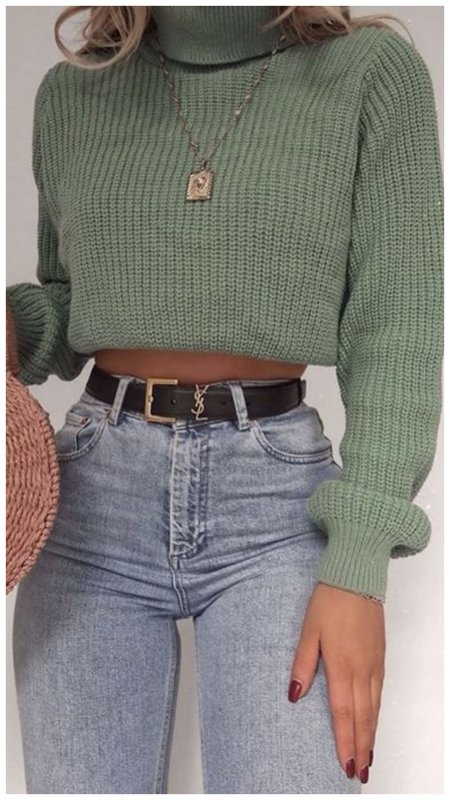 Модный короткий свитер