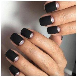 Черные ногти с лунками