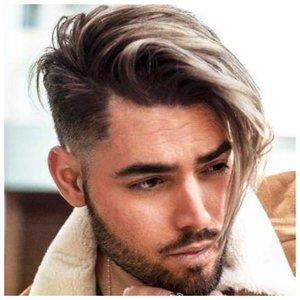 Стрильный мужчина с длинными волосами