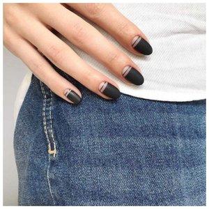 Черный дизайн на ногтях