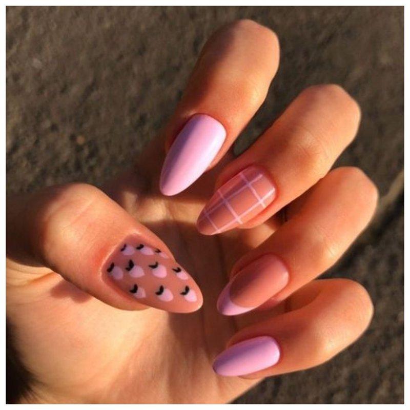 Розовые ногти с клеткой