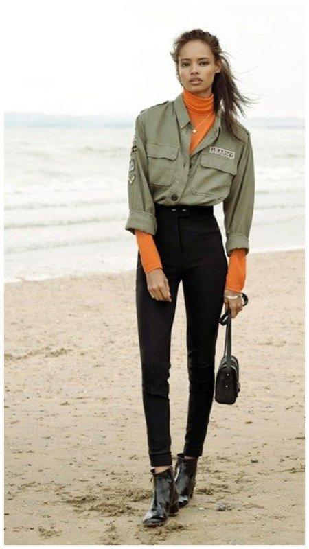 Как носить оранжевую водолазку осенью