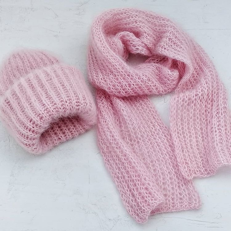 Женские зимние вязаные шапки