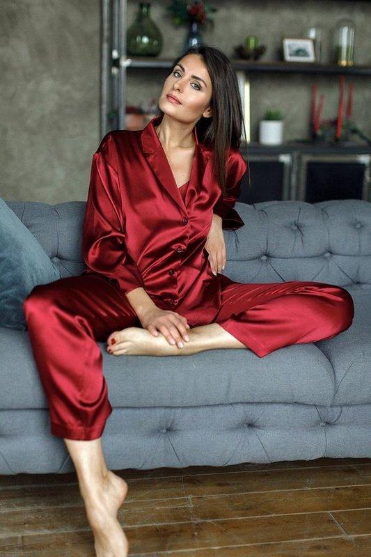 Красивая красная пижама