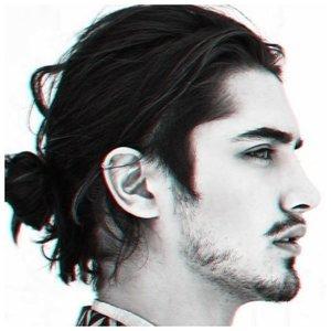 Мужской пучок из волос фото