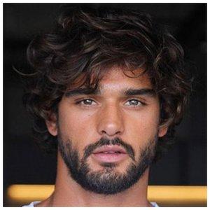 Волнистые волосы у мужчины