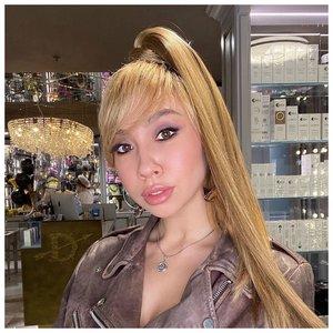 Красивый макияж в светлых тонах