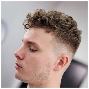 Спортивная стрижка для кудрявых волос