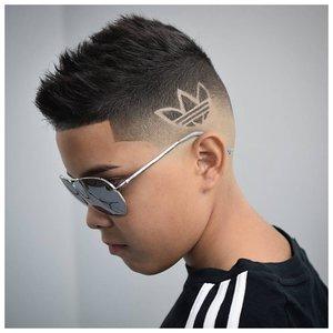 Логотип Адидас выбритый машинкой на волосах фото