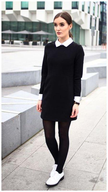Черные колготки и белая обувь