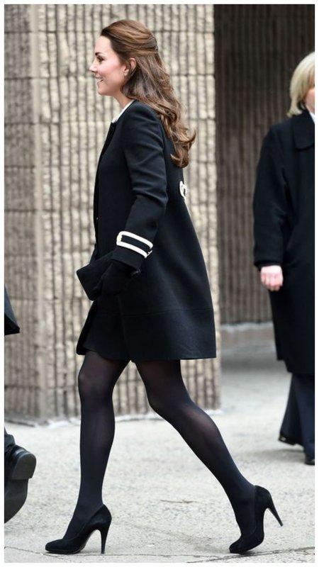 Как Кейт Мидлтон носит черные колготки