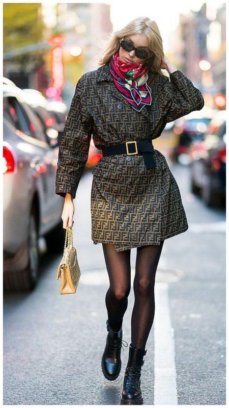 Укороченное пальто на осень с колготками