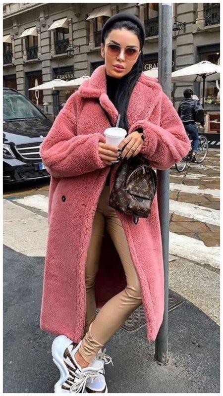 Длинная розовая шуба