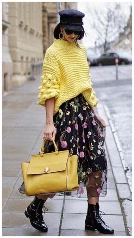 Легкое платье и трикотажный свитер