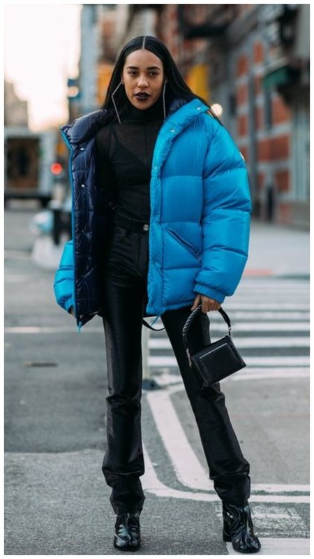 Зимний образ с синим пуховиком