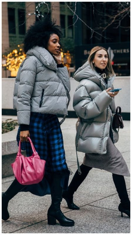 Зимний наряд с контрастной сумкой