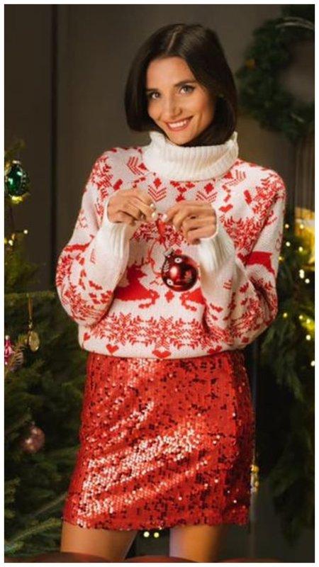 Образ с новогодним свитером